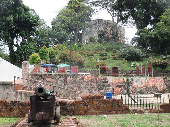 Fuerte-de-Melaka-Porta-de-Santiago-8